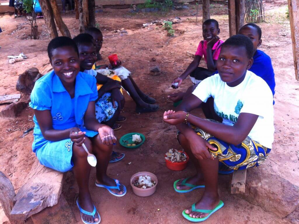 More girls eating